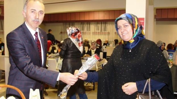 Taşova Belediye Başkanı Bayram Öztürk 8 Mart Dünya Kadınlar Günü Dolayısıyla Belediyemiz Kadın ve Erkek Çalışanların Eşleriyle Yemekte Bir Araya Geldi